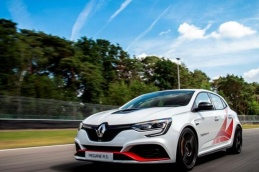 Mégane R.S Trophy-R: technique, prix, photos